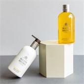 Molton Brown - Bath & Shower Gel - Vetiver & Grapefruit Bath & Shower Gel