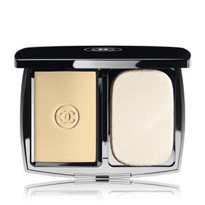 CHANEL - TEINT GRUNDIERUNG - Pudriges Kompakt-Makeup - Matt und strahlend SPF 10 MAT LUMIÈRE COMPACT