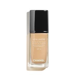 CHANEL - TEINT GRUNDIERUNG - Seidiges Fluid-Makeup für ein strahlendes Aussehen - SPF 15 VITALUMIÈRE